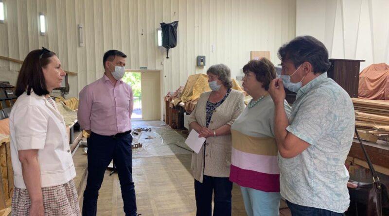 Региональный министр культуры посетил обнинские Детские школы искусств